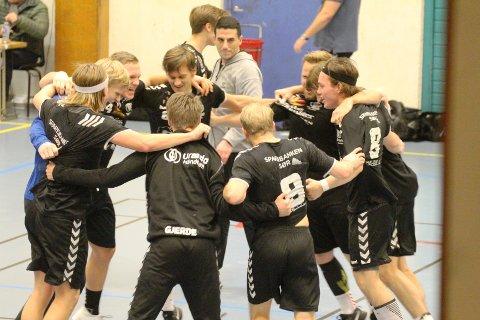 Så glade ble Urædd for å vinne en bånnkamp i 2. divisjon.
