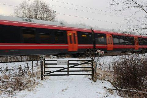 Togene som kjører gjennom Bjørkedal om natta vil ikke lenger tute for å signalisere. Men grinda må være stengt, da det ikke vil være lov å krysse jernbanesporet i tidsrommet.