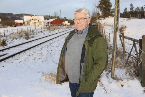 Tut og kjør: En småtrøtt velleder i Bjørkedal, Tore Buer, mener lokførere mobber urfolket i heimebrentbygda. Det vil han ha slutt på.
