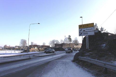 Vegvesenet vil ikke lage lyskryss her ved Furulund i Brevik mens E18 er stengt.
