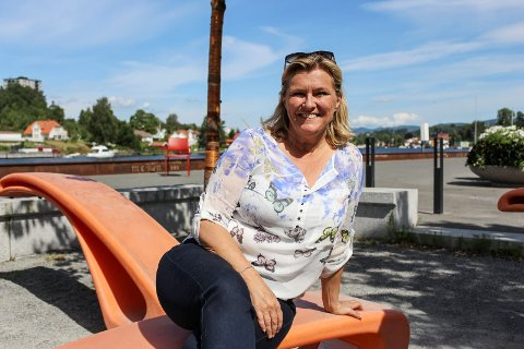 Signe Tynning ser fram til å bo i Porsgrunn på permanent basis. Etter at hun pendlet til Oslo i 20 år, og bodde i hovedstaden i 4 år, er hun nå klar for å vende nesa hjem igjen. 54-åringen har ikke behov for å være i rampelyset igjen med det første.