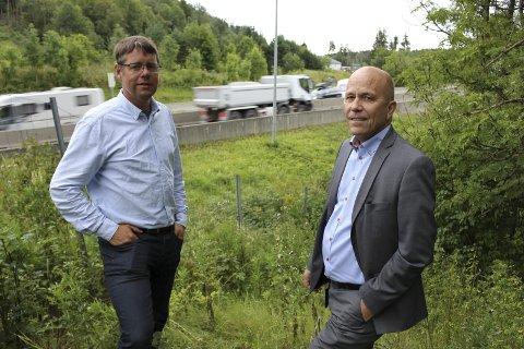 Positive til ny vei: Bjarte Guddal og Svein Stulen i Fellesforumet understreker at de ønsker ny motorvei. – Men når man først skal bygge den, må man gjøre det skikkelig, sier de, og understreker at de.