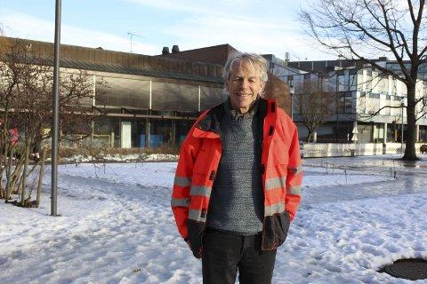– Man må smøre seg litt med tålmodighet, for skøytebanen i Rådhusparken vil ikke være klar før neste vinter, sier Finn Resch, bygartner i Porsgrunn kommune.