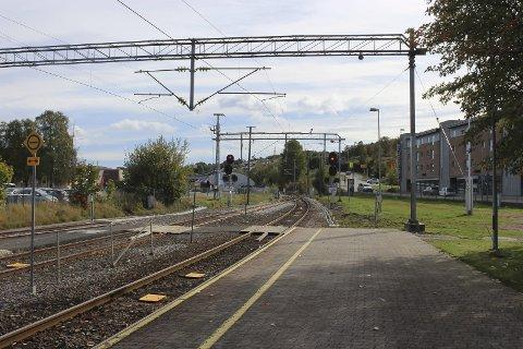 Toget skulle gå kl. 17.46 fra Porsgrunn stasjon, men kom aldri. Og det var heller ikke mulig å komme i kontakt med NSBs kundesenter. Hvordan kan reisende behandles på denne måten? spør Kristin Lund Wærstad og Skule Wærstad.