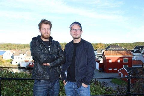 KONSERT MOT KREFT: Thomas Vaag og Emil Hartveit spiller i bandet Powerage som lørdag skal ha konsert til  inntekt for kreftforeningen i Parkbiografen. Bandet Happy Few skal også være med.