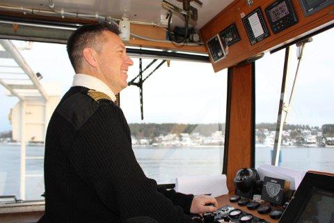 SKIPPER: Morten Lindtein er skipper på bilferga «Oksøy» i Brevik Fergeselskap IKS. I jula har han vakt og forteller om rolige dager.