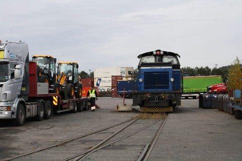 TOGLINJE: Det har vært to faste godstogruter til Breviksterminalen siden oktober 2015. CargoNet vurderer for tiden nedleggelse av begge togrutene til og fra Brevik, Endelig avgjørelse tas om en uke.