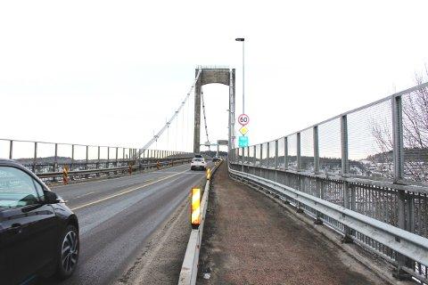 Breviksbrua vil være omkjingsvei for E18 fram til 1. september. Nå settes fartsgrensen over Breviksbrua ned til 60 kilometer i timen.