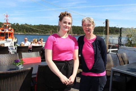 Emily er sesongansatt i serveringen ved Barracuda i Langesund. Liv Salvesen driver sommerrestauranten sammen med søsteren Hege Salvesen. Dette blir siste sesongen for søstrene her.
