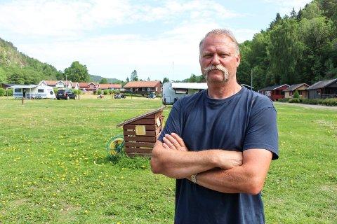 Arnstein Mathisen forteller at møtet med kommunen ble avbrutt på grunn av en arbeidsulykke. – Men vi skal ha flere samtaler framover, sier campingsjefen fornøyd.