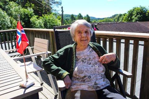 Ingebjørg Omland feiret hundreårsdagen ved Mule sykehjem. Senere på dagen var det planlagt feiring med familien. – Jeg har tre jenter og fire barnebarn. Snille, gode barn, forteller hun.
