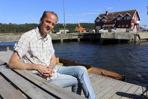 Øivind Helland-Olsen inviterer til kulinarisk restaurant på torget i Langesund fredag og lørdag under Langesund Sjømat- og fiskefestival. Thomas Bjerkøen og Ken Andersen er også med.