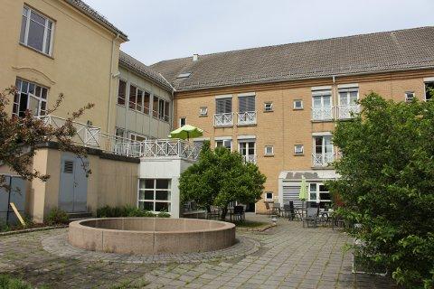 En ansatt ved Brevik sykehjem er smittet av koronaviruset.