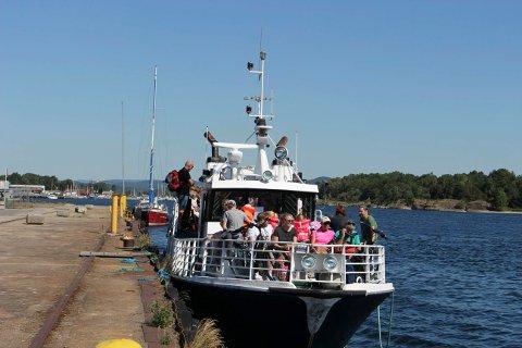 Det er massevis av passasjerer på Helgeroafergene fra Langesund hver dag.
