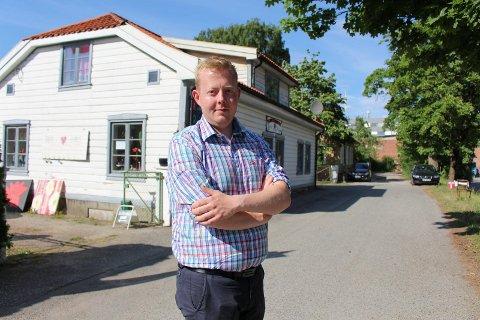 FRP: Adrian Ness Løvsjø.
