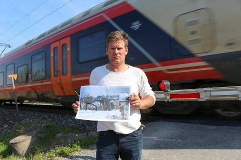 Ruben Brøndbo er en av mange som protesterer mot ny gangbru. Nå svarer Bane NOR.