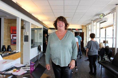 Gitte Helland er sekretær og billettansvarlig i Breviksrevyen i jubileumsåret.