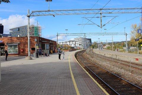 Med en reisetid helt ned i 12 minutter er det blitt enkelt å pendle fra Porsgrunn til Larvik, mens de som skal motsatt vei føler seg glemt av Jernbanedirektoratet.