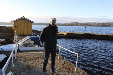 MOLO OG BRYGGER: Grunneier Peter Kristoffer Meyer på Gjeterøya er kritisk mot Kystverket som ikke har informert eller involvert ham i prosessen med prosjektet Innseiling Grenland. Gjeterøya ligger ved Gamle Langesund som skal bli ny hovedled for skipsfarten i Grenland.