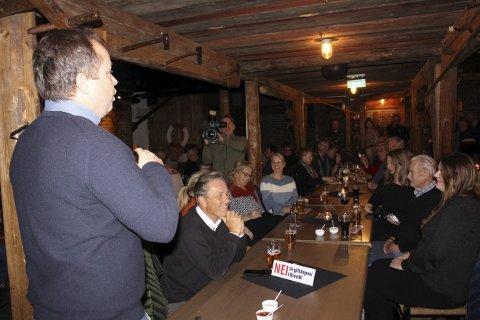 Brå slutt: Stemningen var meget oppadgående og ordfører Robinjo var i kjempeslag da Vardens Fredriko Northvalley dukket opp og ble tidenes partykiller på Sjøloftet mandag kveld.