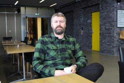 Erik Friesl sier de forsøker å flytte avlyste forestillinger og konserter til et senere tidspunkt.