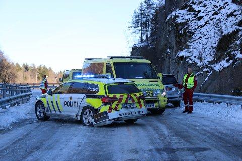 Politibil kolliderte med en annen bil i Lillegårdsbakken mandag ettermiddag.