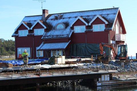 Søndre Dampskipskai er under rehabilitering. Nye undersøkelser viser at fundamentene under losbygget er i så dårlig forfatning, at losbygget må rives dersom kaia under bygningen skal kunne rehabiliteres sammen med resten av dampskipskaia.