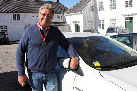 Tore Christensen fikk 900 kroner i parkeringsbot for å ha bilen parkert utenfor Brevik Rådhus mens han hørte på foredraget til John Fredrik Tittei Fosse.