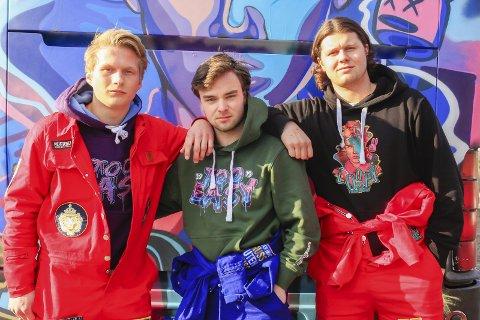 TOO EASY: Marcus Engh (f.v.), Nikolai Ulltang og Henry Storlien Hansen forteller at russenavnet kom etter litt fram og tilbake, og at  det symboliserer at ingenting er for vanskelig å håndtere for denne gjengen.