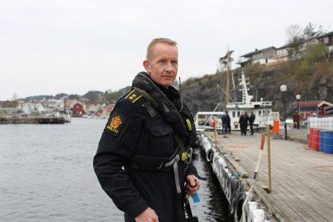 – For oss i politiet er dette en vanlig øvelse, sier teamleder for utrykningsenheten i Sør-Øst politidistrikt, Stefan Moldvær. Politi med mannskaper og politibåter har stor aktivitet i Langesund og sjøen og øyene utenfor hele torsdag.