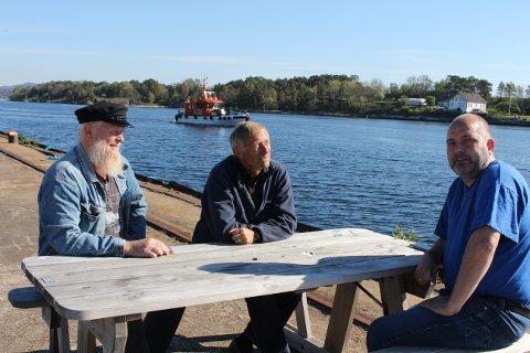Tore Hovstø, Hans Ødegård og Rune Arctander i styret i Langesund vel vil at det skal bli lettere fergeforbindelse til Langøya utenfor Langesund, til bruk for befolkningen og turister i hele Grenland. Deres bønner blir hørt.