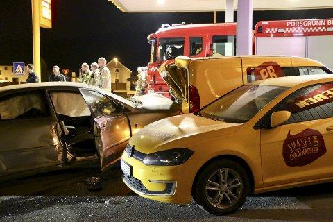 STORE SKADER: To pizzabiler på Vallermyrene fikk omfattende skader etter villmannskjøringa natt til mandag 29. april.