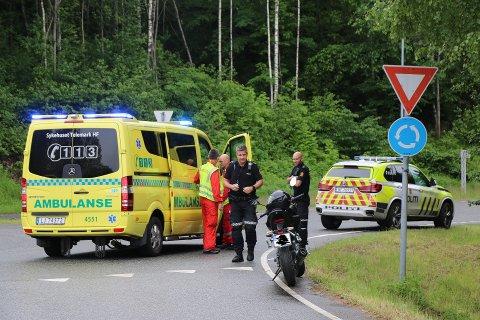 Nødetatene var raskt på stedet etter melding om MC-ulykke i Skjelsvikdalen.