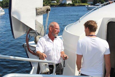 Matros Walter Janssen ble onsdag formiddag drapstruet av en mann som ville bli med som passasjer på hurtigbåten «Perlen» til Jomfruland. Dette bildet er tatt i Langesund torsdag, og passasjeren som her går om bord, har ingenting med trusselen å gjøre.