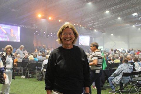 Tove Ripegutu Valle er frivillig som styreleder i Stiftelsen Skjærgårdssang. Hun er fra Klyve i Skien. Her er hun på Skjærgårdssang i Skjærgårdshallen i Langesund.