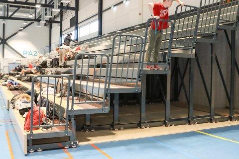 Tribunen og gulvet i Porsgrunn Arena har blitt mat for juristene.