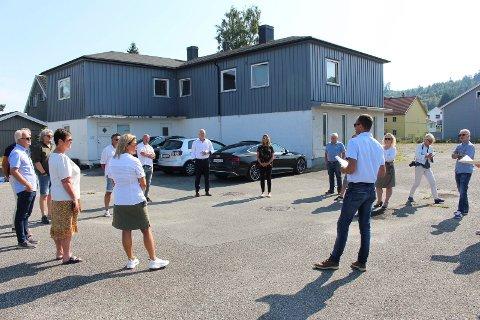 BEFARING: Politikerne var på befaring i Njålsveg i august.