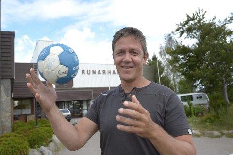 BLANKE ARK: Daglig leder Ole Kristian Strøm i Norges Håndballforbund region sør sier at det ikke blir tabeller for første halvdel av sesongen i år, men at de håper at det blir mulig å spille noen kamper i desember. Andre halvdel av sesongen starter med blanke ark.