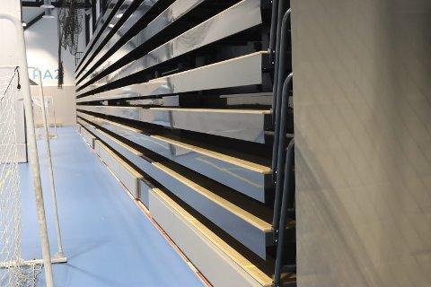 Tribunen i Porsgrunn Arena er for tung for gulvet. Det er ennå ikke løst. .