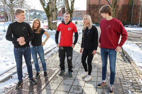 BEDRIFT: F.v. Mathias Johnsen, Sarah Løite, Daniel Usterud, Hedda Janik og Haakon Lunde fikk drahjelp fra rådhuset.
