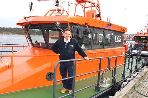Terje Valmestadrød er kaptein og losbåtfører for Buksér og Berging i Kongshavn i Langesund. Han er fornøyd med den nye losbåten som ble levert i mars og som er satt inn i aktiv tilbringertjeneste for los i Langesund. – Losbåten er enkel å manøvrere, sier Terje Valmestadrød.En av de gamle losbåtene blir værende i Langesund som reservebåt.