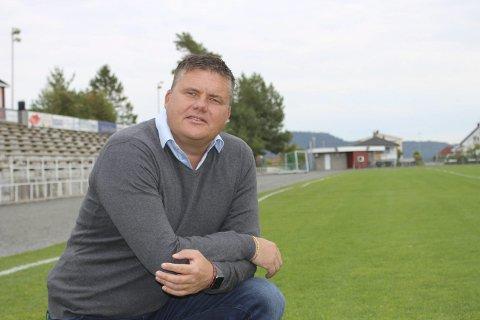 10 AKTIVE: Brevik-leder Stig Kolbjørnsen har 10 aktive utøvere i friidrettsgruppa. Han mener at anlegg er viktig for rekrutteringen.