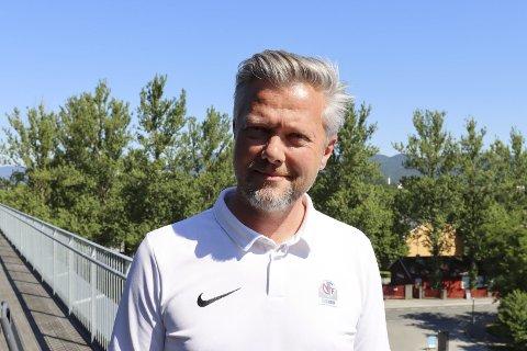 Reagerer: Gaute Brovold, daglig leder i NFF Telemark, reagerer kraftig på at ordfører Robin Kåss aktivt går ut og støtter regjeringen i forhold til at de ikke vil åpne for de 50 tusen aktive i breddefotballen.