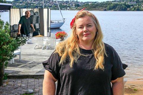 MEDFØLELSE: – Jeg håper virkelig, og spesielt for Ragnars del (innfelt) at dette løser seg, sier Lena Barth Aarstad.