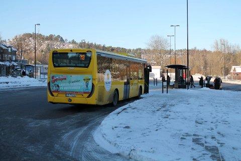 UPROVOSERT: Overvåkingskamera på bussen viste at 23-åringen slo passasjeren uten at han hadde vært provoserende.