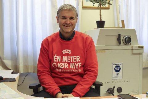 SØNDAGSÅPENT: Joachim Hillbo ved Meny Telemarksporten vil gjerne holde åpent på søndager i sommerhalvåret.