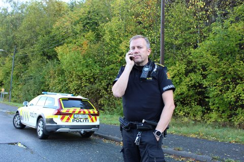 Innsatsleder i politiet, Øyvind Larsen sier den første patruljen som ankom også hørte hva de oppfattet rop om hjelp.
