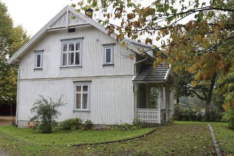 Kastes ut: Hva kommunen skal med Kjølnes gård er det ingen som kan fortelle. Porsgrunn O-lag og Porsgrunn og omegn turistforening har fått beskjed om at de må flytte ut.