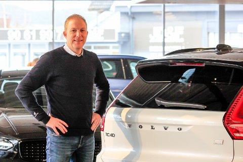 TRIVES: Daglig leder hos Autostrada Volvo, Brede Bomhoff har funnet seg godt til rette på Vallermyrene.