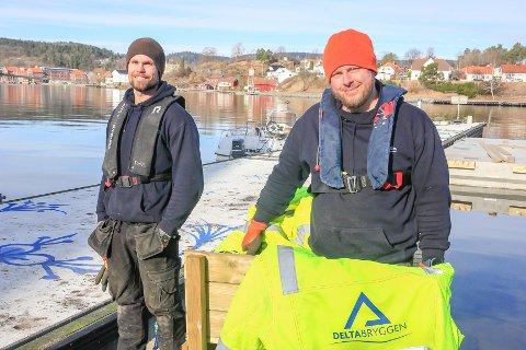 KOLLEGER: Joachim Høiseth (33) og Christian Hestvik (39), begge fra Porsgrunn, driver firmaet som har fått i oppdrag å utbedre gjestebrygga i byen.